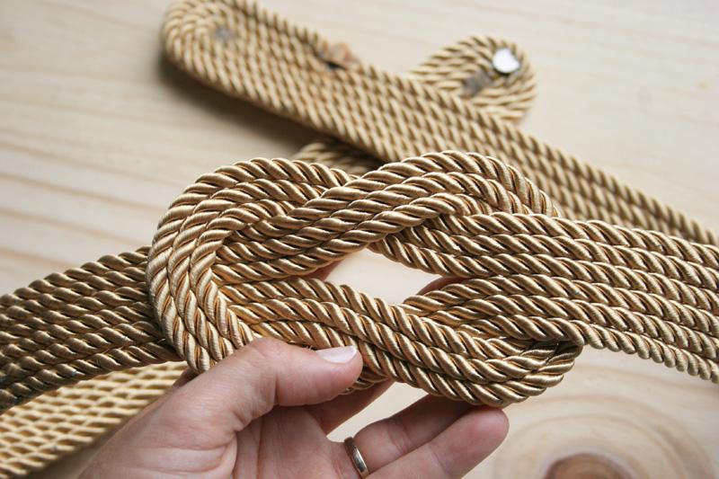 Decorar en familia _Diy cinturón de cordón de seda dorado3