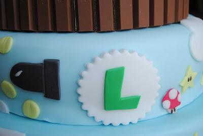 torta di compleanno ispirata ai videogiochi e a Super Mario