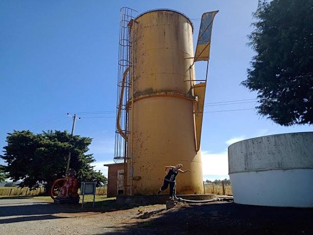 BIG Coffee Pot in Deloraine   BIG Things Tasmania