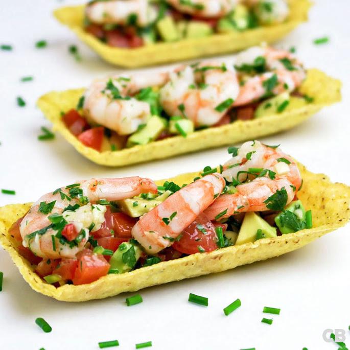 Tacobakjes met gemarineerde garnalen en avocadosalsa