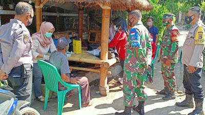 Percepat Vaksinasi Lansia, TNI-Polri di Loteng Dampingi Nakes Datangi Masyarakat