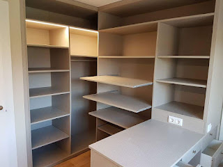 vestidor realizado en melamina de espiga con luz de leds integrada estantes extrables se disea en l un lugar a modo de escritorio - Habitacion Vestidor