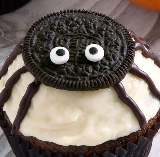 Spider Cupcakes for Halloween (gluten-free, grain-free, whole grain, all-purpose flour options) #desserts #cake