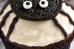 Spider Cupcakes for Halloween (gluten-free, grain-free, whole grain, all-purpose flour options) #desserts #cake
