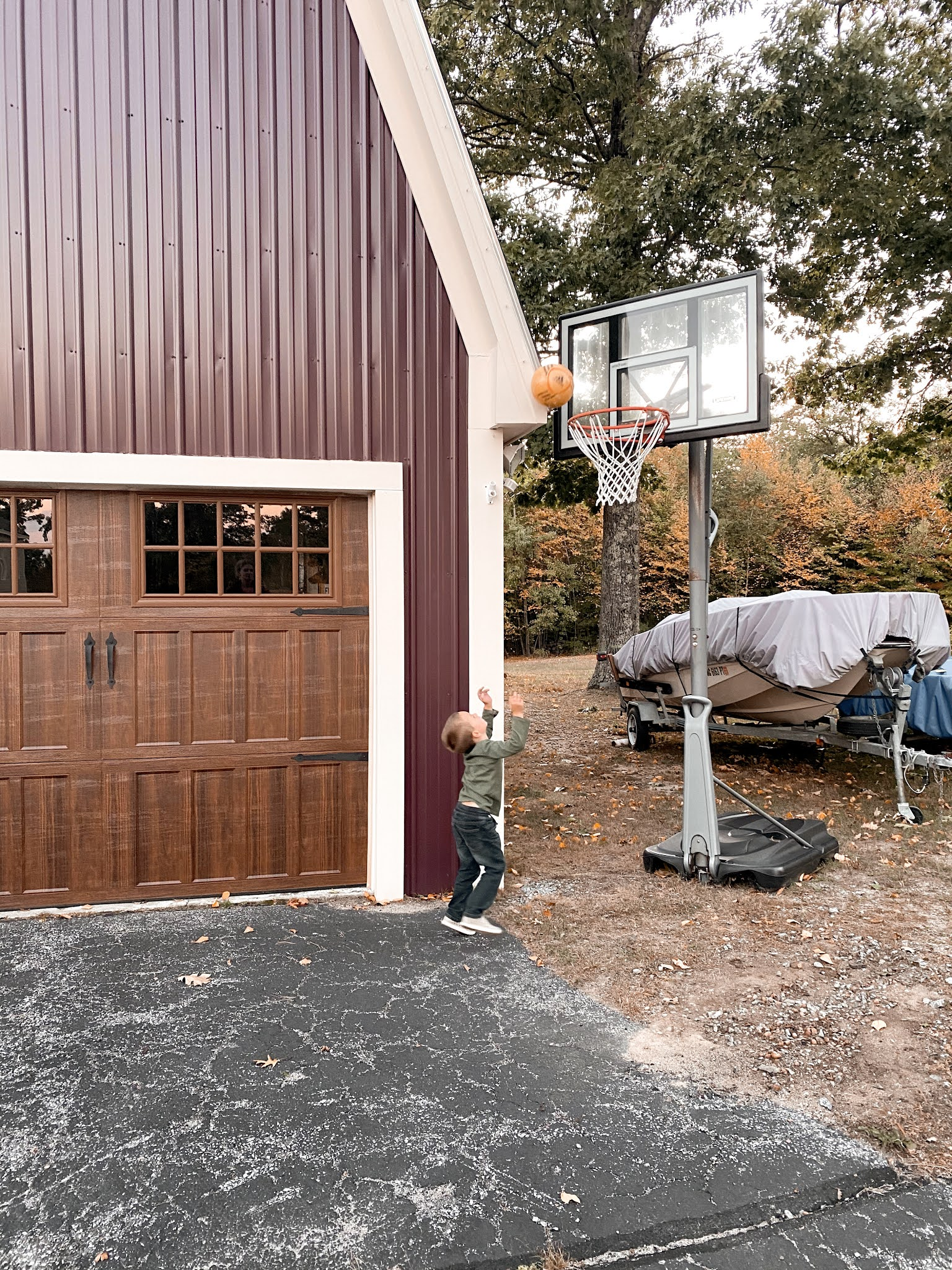 Playing Hoops in Weare, NH | biblio-style.com