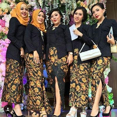 model kebaya kutubaru hitam rok batik panjang