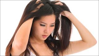 Tips mengatasi rambut berketombe