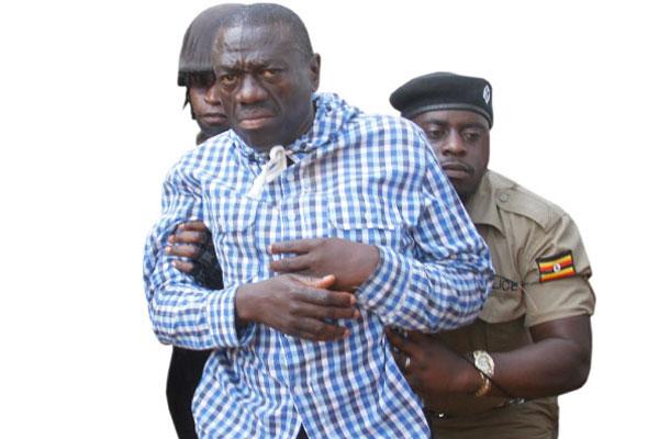 Andrew Mwenda stings Besigye again