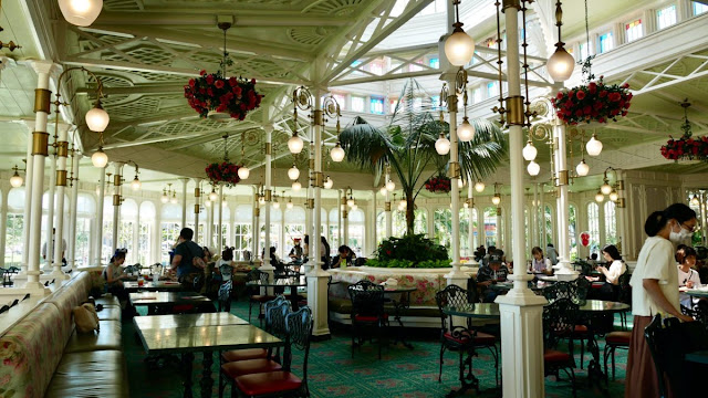 Tokyo Disneyland all-you-can-eat dessert Crystal Palace