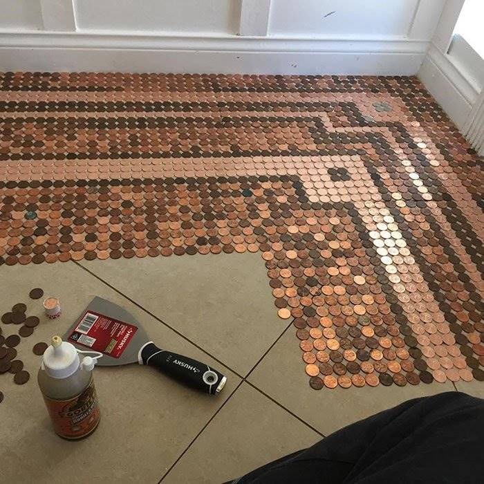 The American woman laid out a floor from 7500 coins in the form of a mosaic