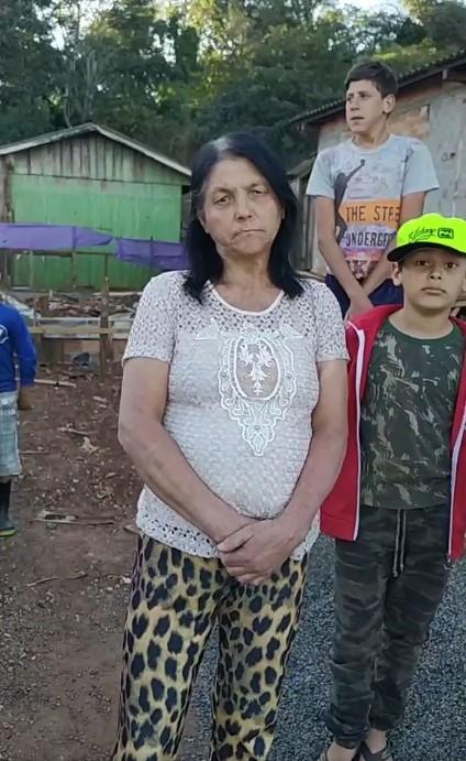 Laranjeiras do Sul: Família que teve casa consumida pelo fogo reclama de não tido ajuda da Assistência Social