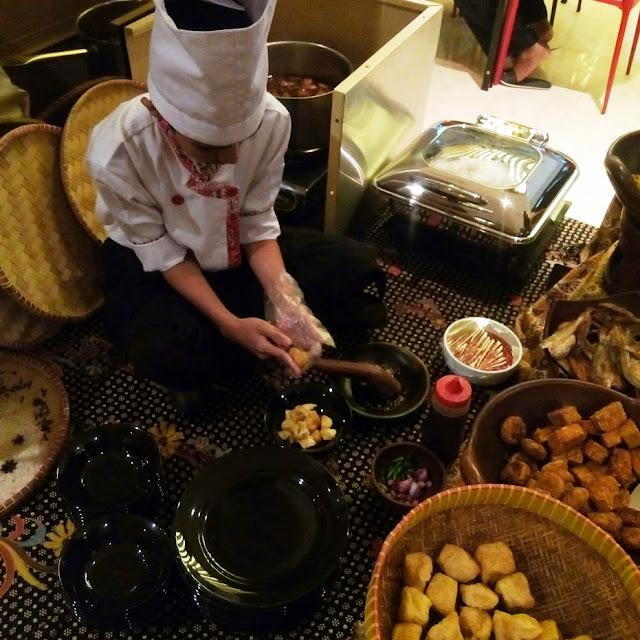 Sarapan Tahu Gejrot di Neo Hotel di Cirebon