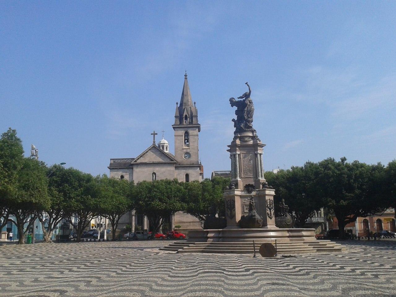 Largo de São Sebastião e o Monumento à Abertura dos Portos do Amazonas em 1900 e simboliza os 4 continentes