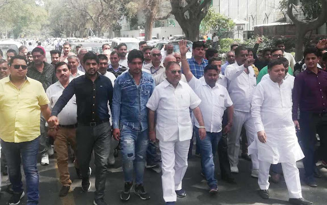 Congress leader Neeraj Sharma arrives in Delhi Congress Party headquarters with thousands of supporters from NIT