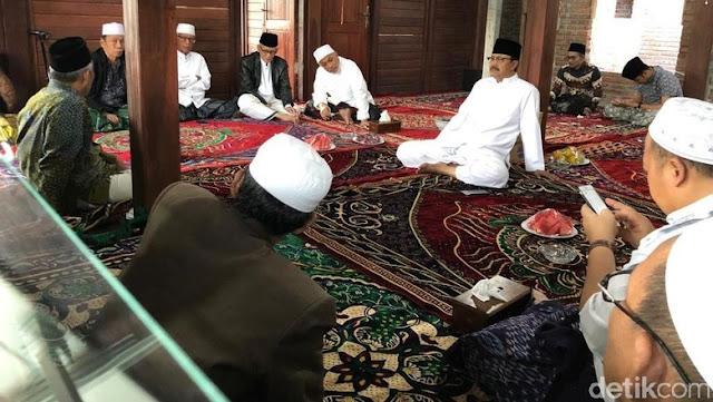Para Kiai NU se Jatim Siap Jadi Tuan Rumah Pertemuan Jokowi-Prabowo