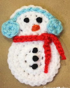 http://translate.googleusercontent.com/translate_c?depth=1&hl=es&rurl=translate.google.es&sl=en&tl=es&u=http://www.repeatcrafterme.com/2012/11/crochet-snowman-applique-pattern.html&usg=ALkJrhi6dA6dnN6vcWuBiSzm8-4a6cp10Q