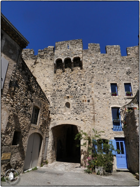 ROCHEMAURE (07) - Château-fort et village fortifié