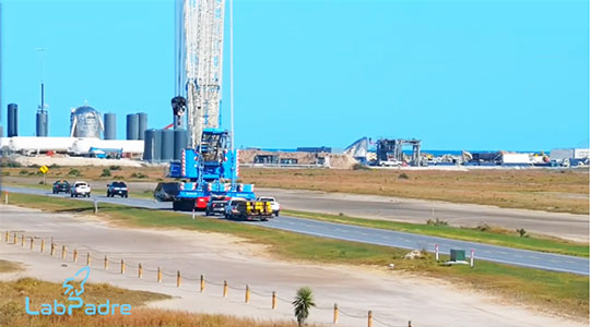 SpaceX giant crane is on the road to the launch pad (Source: LabPadre)