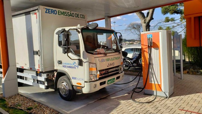 Primeiro caminhão JAC 100% elétrico é testado no Paraná