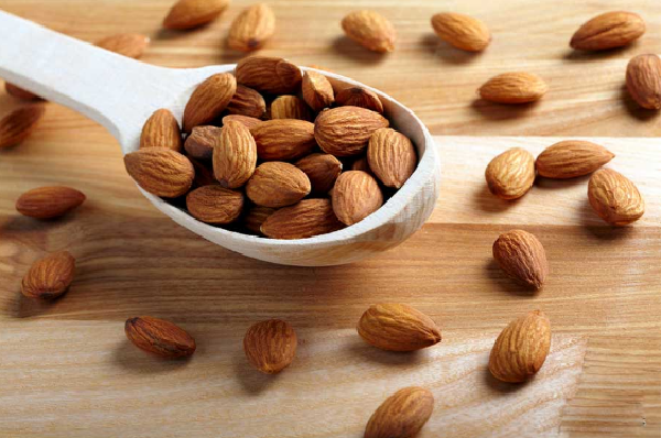 The benefits of eating almonds on an empty stomach