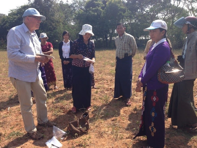 Peter Sale discussing soil fertility issues in the Central Dry Zone of Myanmar | Photo courtesy of the author