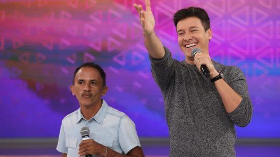 Cachê do cantor de 'Caneta Azul' 'dobra' após sucesso.