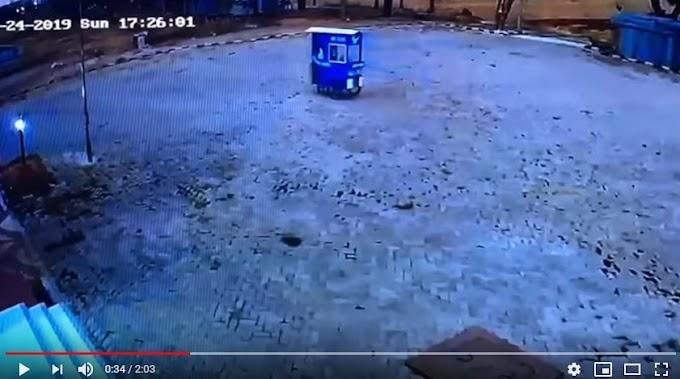 Viral Video CCTV Merekam Gerobak Mi Ayam Di Kota Madiun Jalan Sendiri