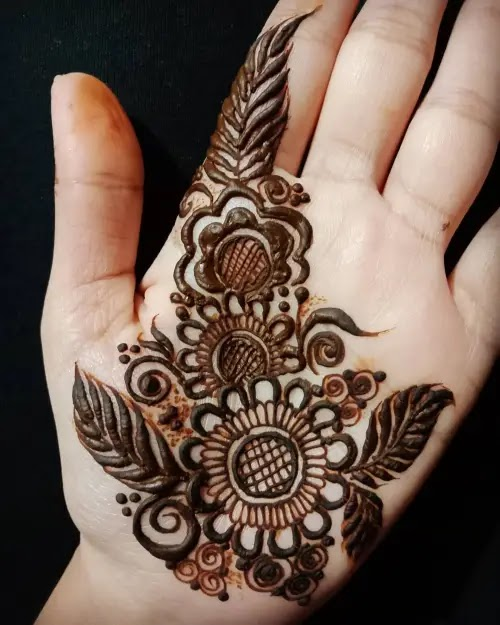 Flower-with-leaves-mehandi-design