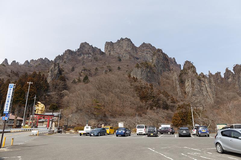 妙義公園駐車場から妙義山を望む