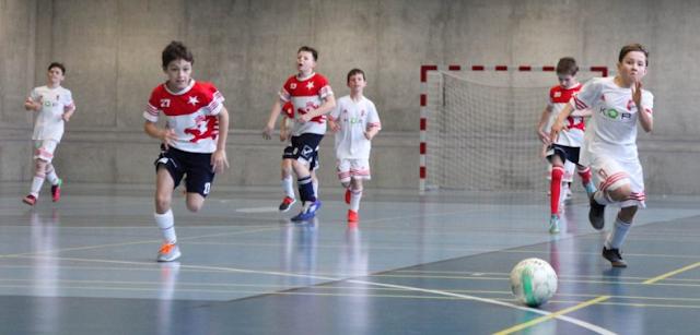Bermain-Sepakbola-Dan-Futsal-Dilengkapi-Baju-Jersey-Custom