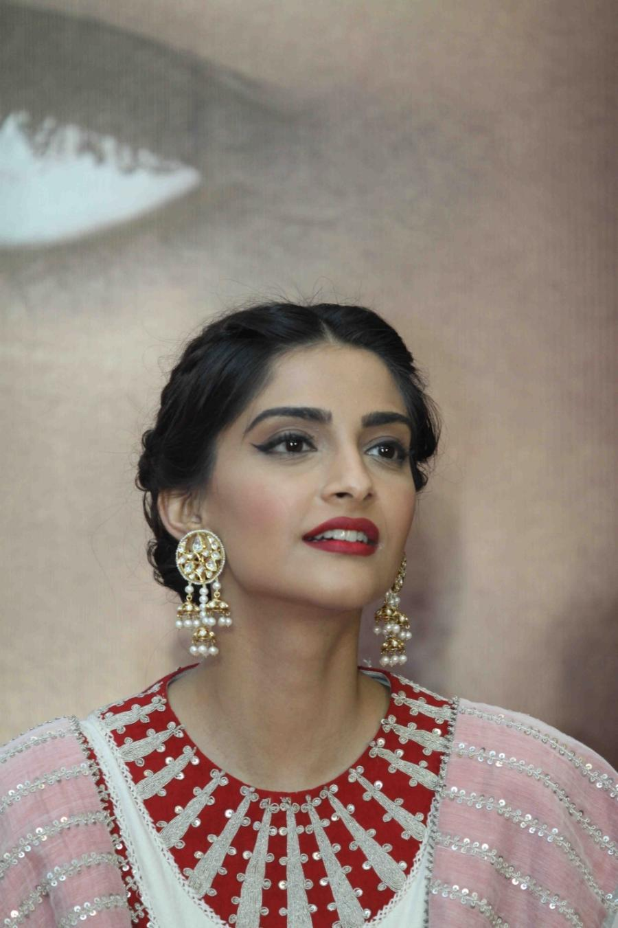 High Quality Bollywood Celebrity Pictures Sonam Kapoor Looks Gorgeous At Film Neerja -8274