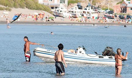 Playa en Puerto Pirámides verano y playa