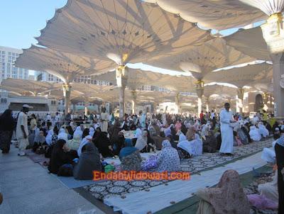 Ifthar di Halaman Masjid Nabawi