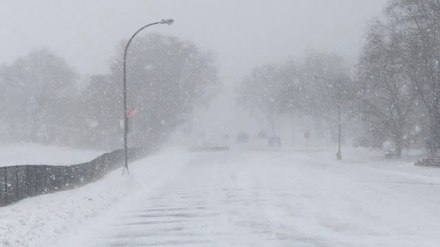 Σφοδρές χιονοπτώσεις πλήττουν τη Ρουμανία