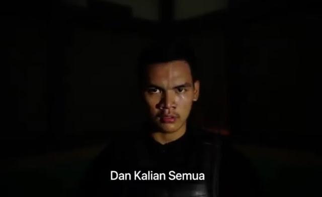 Aji Bangkit Pamungkas menjadi model Video Klip Jati Diri karya Ipong Muchlissoni