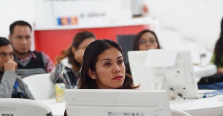 Más de 100 docentes de nueve provincias se reúnen en Lima para innovar la enseñanza