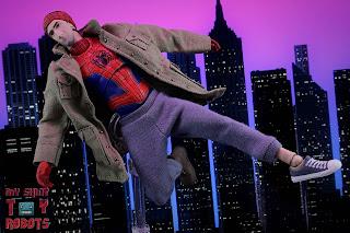 MAFEX Spider-Man (Peter B Parker) 24