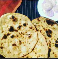 Serving tandoori roti