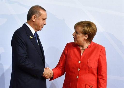 Ερντογάν σε Μέρκελ: «Θα συνεχίσουμε την ενεργητική πολιτική στην Αν. Μεσόγειο»