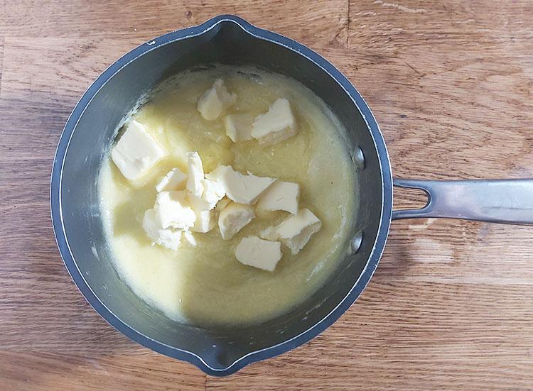 Crème citron avec du beurre