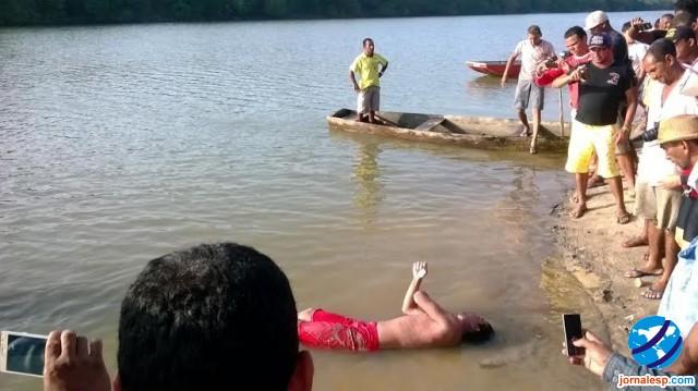 1f6ad76daf ... Maxwel da Silva de 19 anos de idade que morreu afogado no final da  tarde do último domingo (03 01)