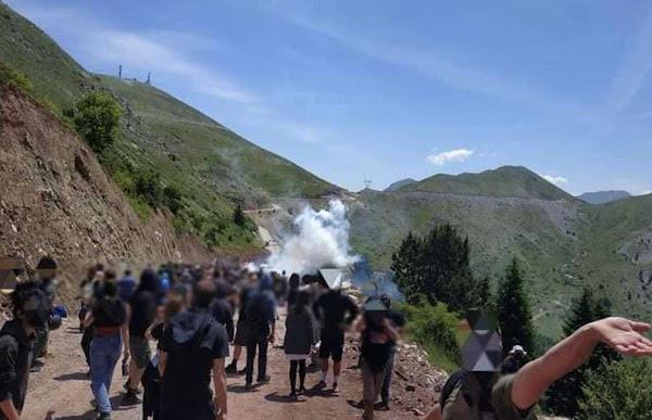 Άγραφα: Πανελλαδική διαδήλωση στον Τύμπανο κατά της εγκατάστασης ανεμογεννητριών -Συγκρούσεις με τα ΜΑΤ (Φωτογραφίες &video)