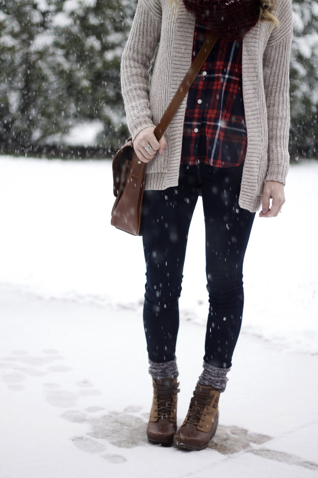 navy red plaid, neutral knit cardigan, Express skinny jeans, cable knit pom pom beanie, burgundy scarf, lace up wedge booties, crossbody bag