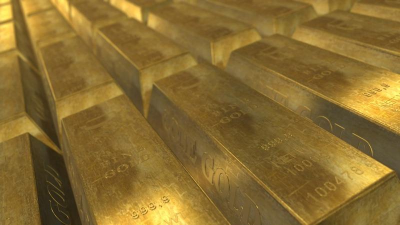 Золото снизилось на фоне фиксации прибыли