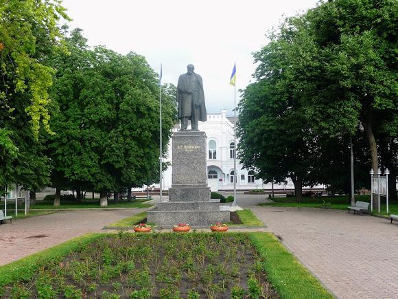 Суми. Сквер ім. Шевченка. Пам'ятник Т. Г. Шевченку