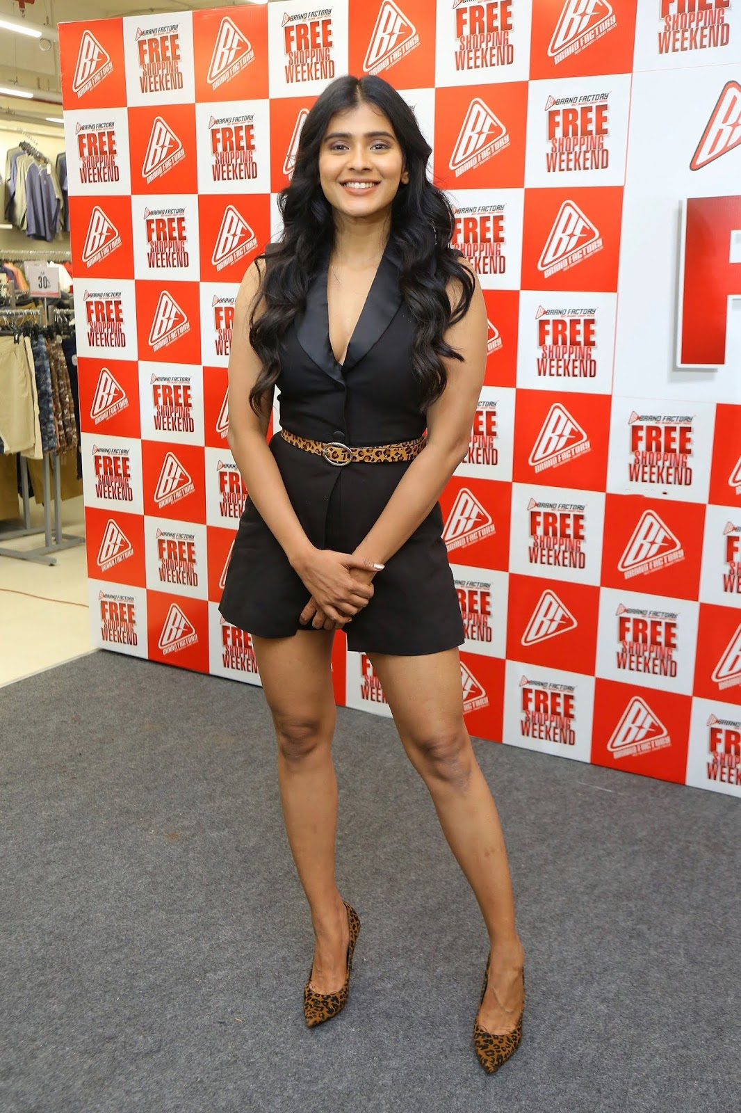 Hebah Patel Hot Legs show at Brand Factory Press Meet