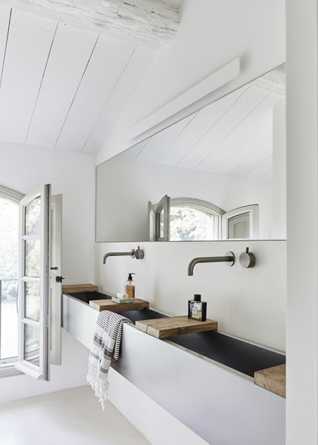 hellolovely-french-farmhouse-bathroom-sink-modern-camargue-france