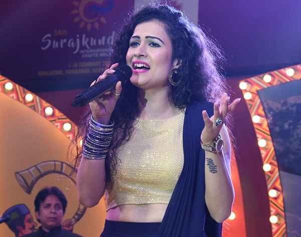 akanksha-saini-performance-in-surajkund-mela-2020-faridabad-news