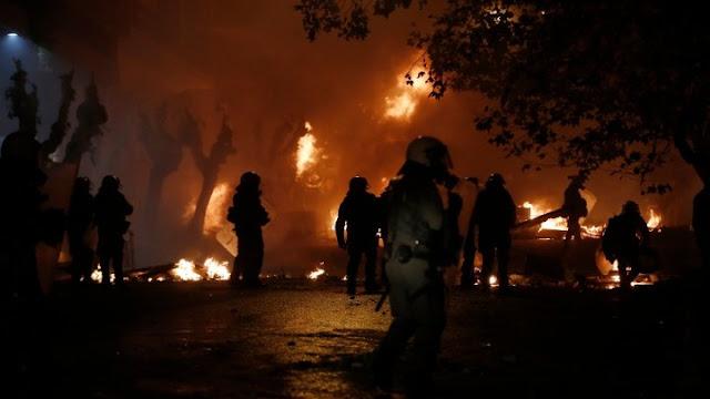 Επεισόδια και 13 συλλήψεις στην Αθήνα για τα δέκα χρόνια από τη δολοφονία Γρηγορόπουλου