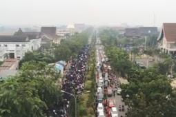 Mahasiswa Kalbar Aksi Penuhi Halaman Gedung DPRD